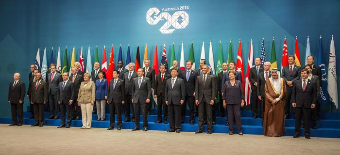 Fotografia de grup a summit-ului G20. Putin este ostracizat, în stânga.