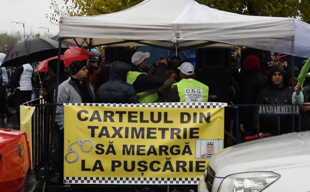 Taximetriştii din Bucureşti acuză mafia de licenţe