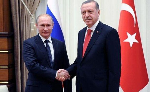 Preşedintele rus Vladimir Putin (st) alături de omologul său turc Recep Tayyip Erdogan, în timpul unei vizite în Ankara, 1 decembrie 2014.