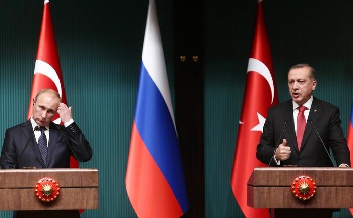 Preşedintele turc Recep Tayyip Erdogan împreună cu omologul său Vladimir Putin, în Istambul, 1 decembrie 2014