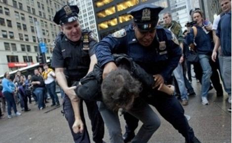 SUA avertizate să intensifice tragerea la răspundere a ofiţerilor săi de poliţie.