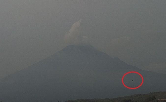 Un presupus OZN a fost surprins lângă vulcanul activ Popocatepetl.