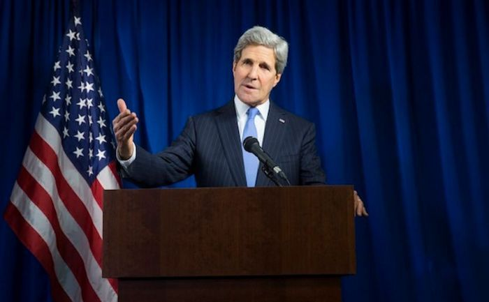 Secretarul de stat american John Kerry ţine un discurs în cadrul unei conferinţe de presă la ambasada SUA din Londra, 16 decembrie 2014.