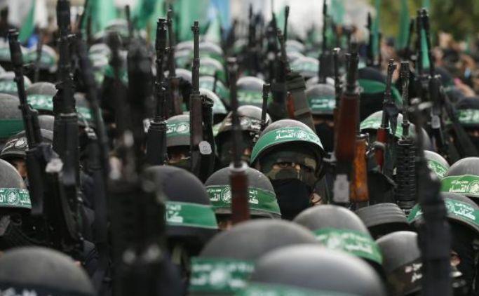 Membri palestinieni ai Brigăzilor al-Qassam, aripa înarmată a grupului Hamas.