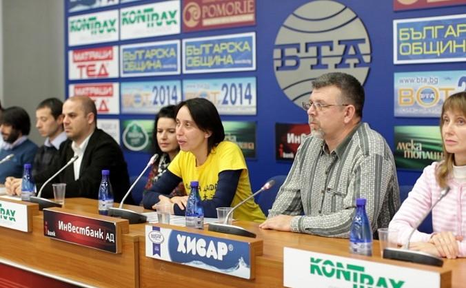 Practicanţi Falun Gong bulgari, în timpul unei conferinţe de presă la Agenţia bulgară Telegraph Pressclub în Sofia, Bulgaria, la data de 18 decembrie, 2014