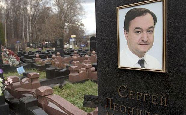 Mormântul proeminentului avocat anticoruptie Serghei Magniţki.