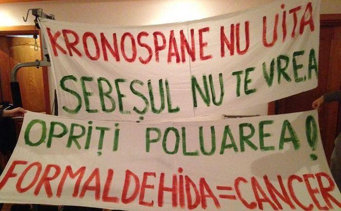 Bannere ale protestatarilor din Sebeş.