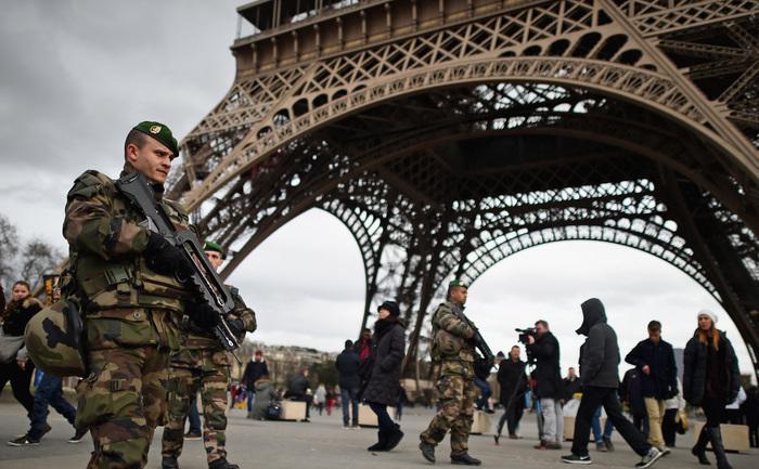 Puternică prezenţă armată în Paris, după incidentele Charlie Hebdo