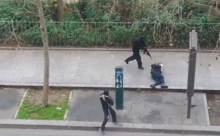 Scenă după masacrarea a 12 oameni la redacţia revistei franceze Charlie Hebdo, 7 ianuarie 2015.