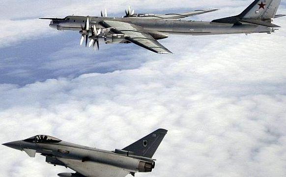 Un avion de luptă britanic Typhoon interceptează un bombardier rusesc Bear-H care se apropie de spaţiul aerian britanic în 2007. În 28 ianurie 2015, doua bombardiere ruseşti Bear au trecut deasupra Canalului Mânecii, afectând traficul aerian civil din Marea Britanie.