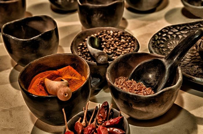 Mirodeniile şi plantele aromatice sunt într-adevăr ideale pentru condimentare în loc de sare