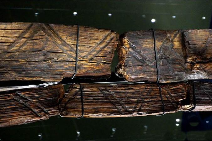 Idolul din Urali, cea mai veche statuie de lemn din lume, conţine, probabil, un cod secret înscris pe suprafaţa sa.