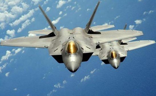 Avioane de luptă F-35 cu tehnologie Stealth.