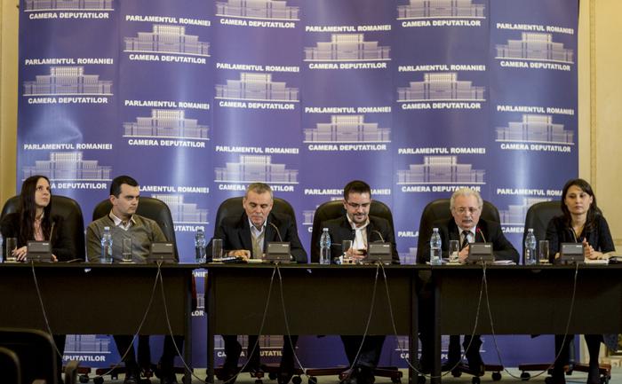 """Conferinţa """"Situaţia minorităţii româneşti din Ucraina în contextul  conflictului ruso-ucrainean, descrisă de lideri ai românilor din  Ucraina"""", organizat în Parlamentul României de Bogdan  Diaconu, preşedintele Partidului România Unită."""
