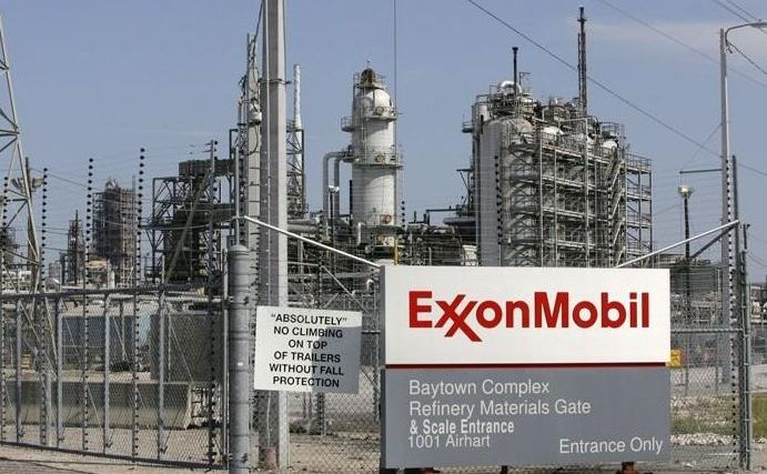 O rafinărie ExxonMobil.