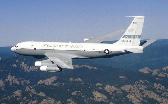 Pentru zborul de observare în perioada 30 martie–4 aprilie va fi folosit un avion Boeing OC-135B.