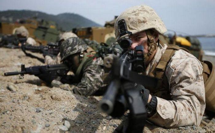 Soldaţi americani şi sud-coreeni participă la un exerciţiu comun pentru aterizări în Pohang, 31 martie 2014.