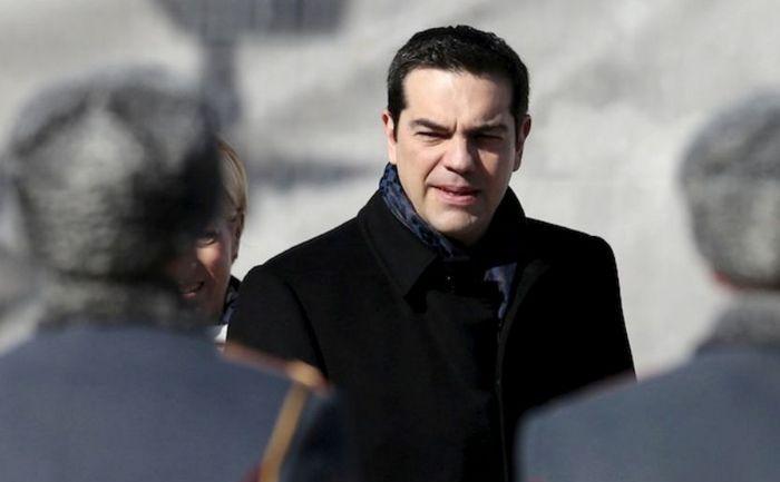 Premierul  grec Alexis Tsipras participă la o ceremonie desfăşurată la Mormântul  Soldatului Necunoscut în Moscova, 8 aprilie 2015.