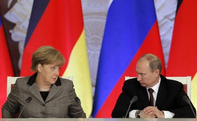 Cancelarul german Angela Merkel şi preşedintele rus Vladimir Putin.