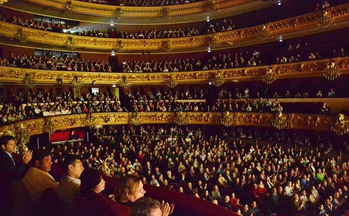 Spania: Prestigiosul Gran Teatre del Liceu din Barcelona a fost umplut de publicul spaniol care a participat la ultimul spectacol prezentat de Shen Yun în 25 aprilie 2015.