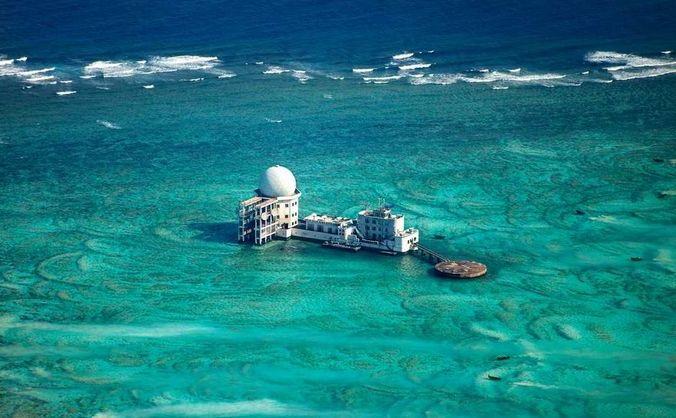 Structura construită de China în apropierea Insulelor Spratly.