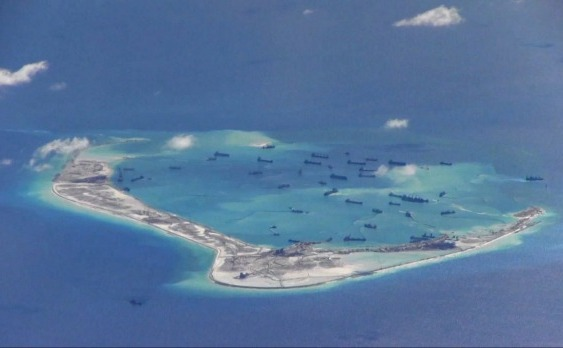 Nave ale Chinei lângă Reciful Mischief Reef, arhipeleagul Spratly Islands Marea de Sud a Chinei.