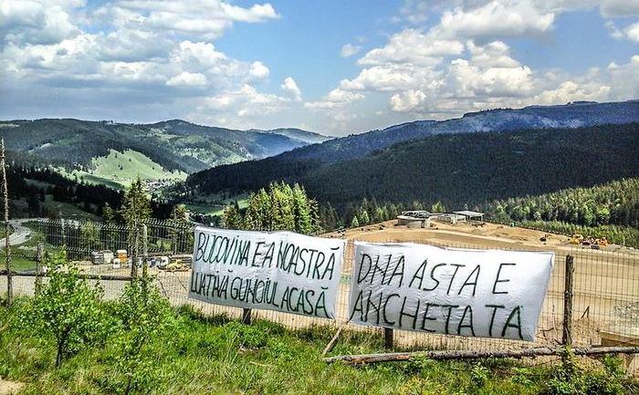 Ecologiştii protestează faţă de construirea unei gropi de gunoi în Pasul Mestecăniş.