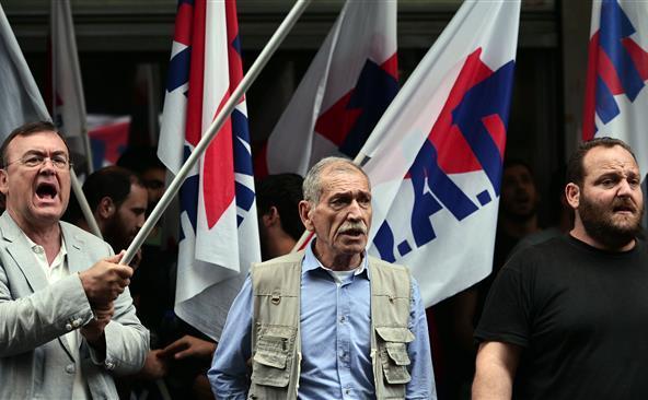 Activişti greci ocupă Ministerul grec al Finanţelor din Atena, 11 iunie 2015.
