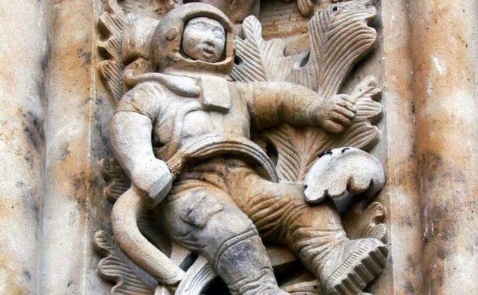 Astronautul din Salamanca, sculptat pe frontispiciul Catedralei, Spania