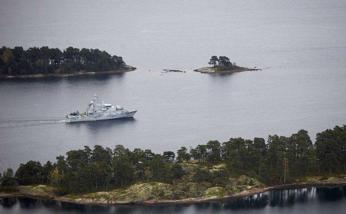 Nava suedeză HMS Koster patrulează în apele din arhipelagul Stockholm, 19 octombrie 2014.