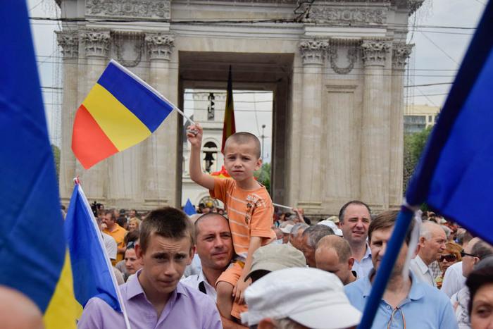 Miting unionist la Chişinău, moldovenii de peste Prut votează simbolic unirea