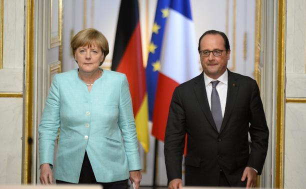Cancelarul german Angela Merkel (st) şi preşedintele francez Francois Hollande.