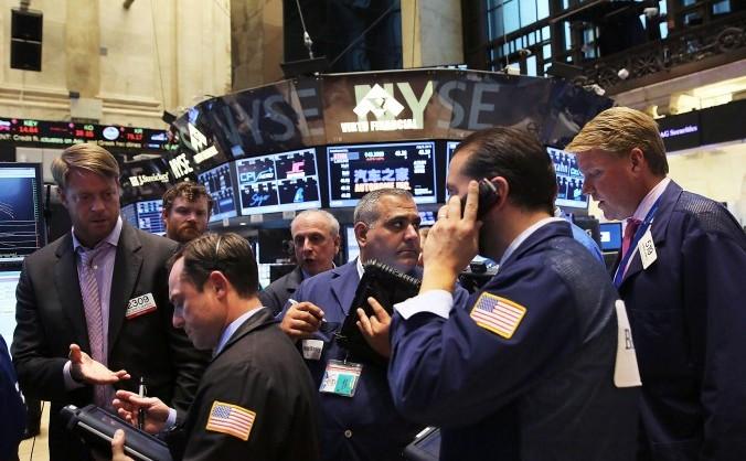 Brokeri la bursa din New York unde activitatea a fost oprită cel puţin patru ore pe 8 iulie