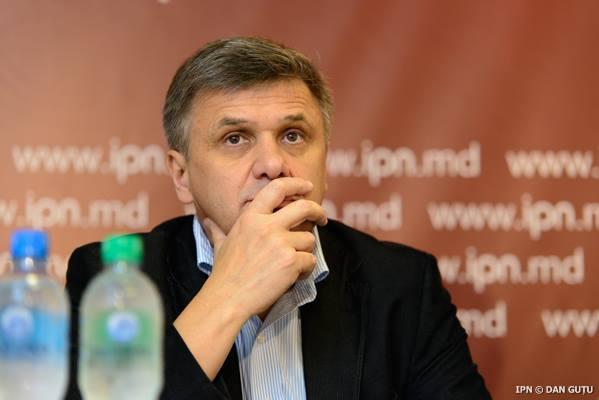 """Igor Boţan, analist politic, membru al Platformei Civice """"Demnitate şi Adevăr"""" şi director ADEPT"""