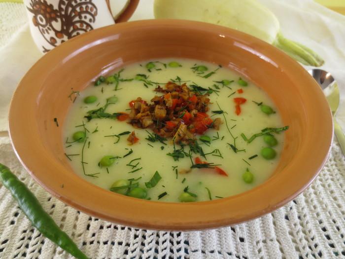 Supă cremă de dovlecei cu cartofi şi mazăre
