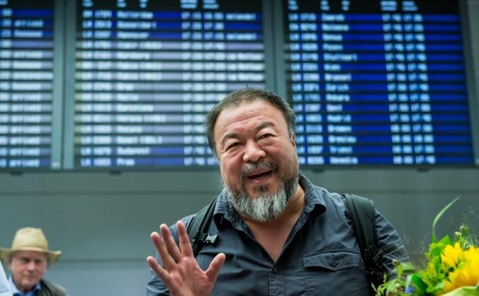 Dizidentul Ai Weiwei la sosirea pe aeroportul din Munchen, 30 iulie 2015