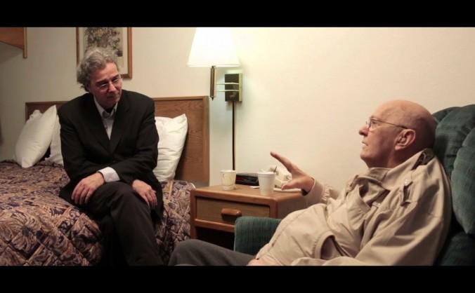 Oficial CIA anonim, (D) în timpul unui interviu cu cercetătorul ufolog Richard Dolan. Fostul agent CIA suferind de o boală terminală, a dezlăluit informaţii secrete despre extratereştri