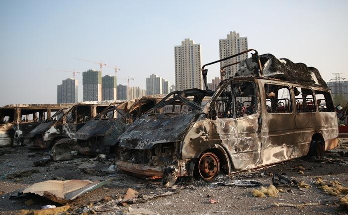 Vehicole arse în urma exploziei din Tianjin, 13 august 2015