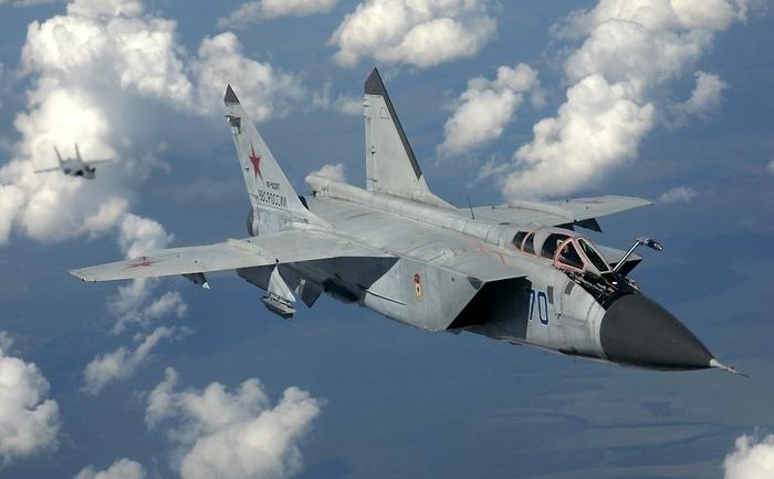 Interceptorul rusesc MiG-31 Foxhound.