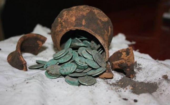 Comori descoperite cu detectorul de metale