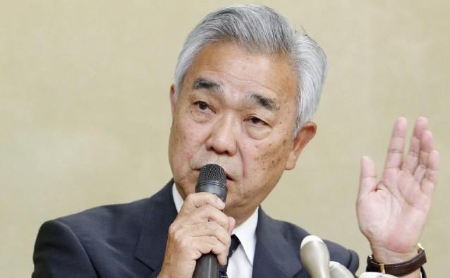 Directorul Serviciilor de pensii din Japonia, Toichiro Mizushima, în timpul unei conferinţe de presă în Tokyo