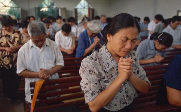 Guvernul chinez îşi intensifică campania de suprimare a creştinilor din Hong Kong.