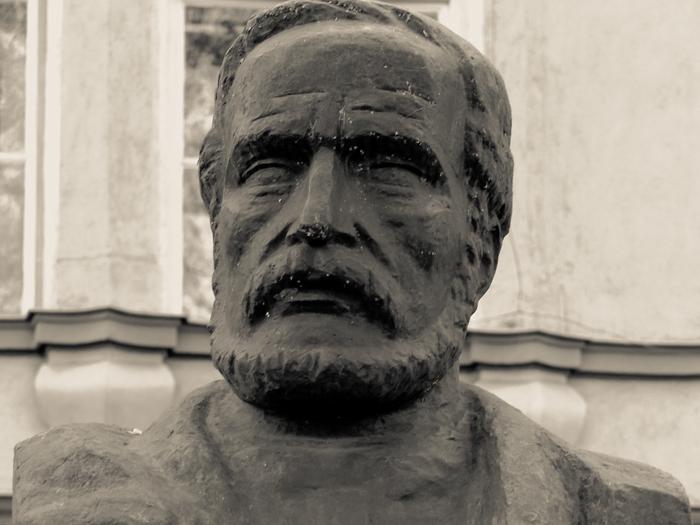 Bustul marelui poet român Andrei Mureşanu