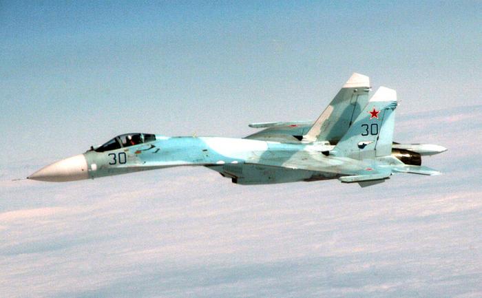 Avion de luptă rusesc Su-27.