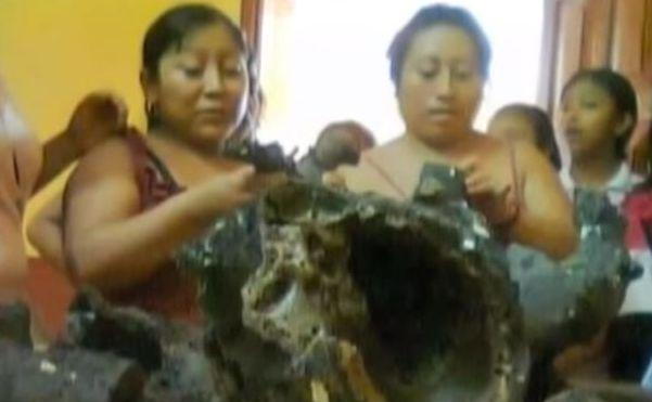 Localnicii examinează rămăşiţele obiectului care a explodat deasupra Mexicului şi s-a prăbuşit în peninsula Yucatan.