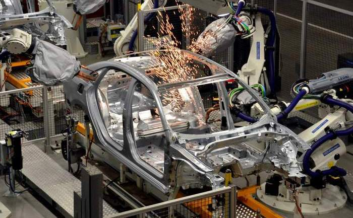 Linia de asamblare a modelului Passat la uzina Volkswagen din Chattanooga