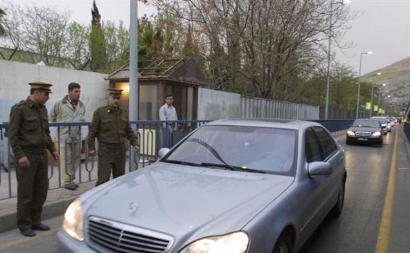 (Arhivă) Forţele de securitate siriene păzesc complexul ambasadei ruse din Damasc.
