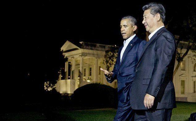 Preşedintele american Barack Obama şi omologul său chinez Xi Jinping discută la Casa Albă, înaintea unui dineu de lucru privat, 24 septembrie 2015.