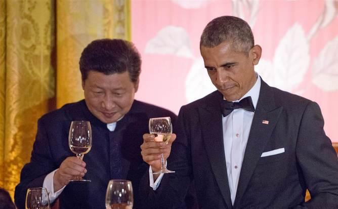 Preşedintele american Barack Obama (dr) şi omologul său chinez Xi Jinping participă la o cină de stat la Casa Albă, 25 septembrie 2015.