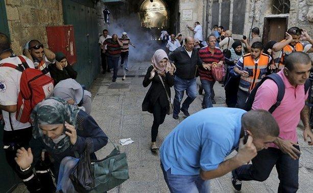 O jurnalistă libaneză a fost lovită în faţă de forţele israeliene cu o grenadă în cartierul al-Issawiya din Ierusalim.